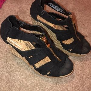 Black wedges with gold zipper